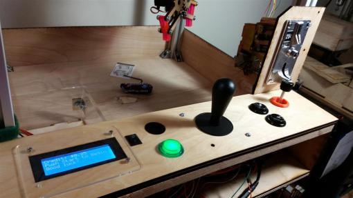 maquinita arduino2 800x450 - Construye y pasa un rato divertido con esta máquina de feria