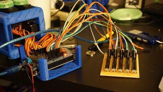 mano-robotica1 Aprende robótica con esta mano impresa en 3D y basada en Arduino