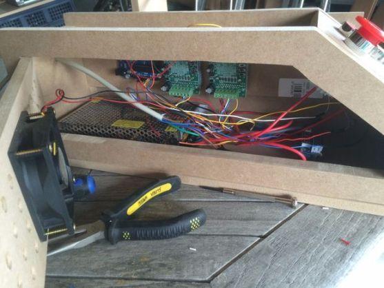 cortador2-600x450 Un cortador láser diseñado en madera con Arduino