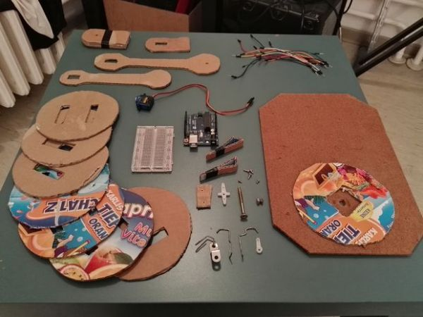 brazo-robotico-carton-600x450 Nunca ha sido tan fácil y barato construir un brazo robótico