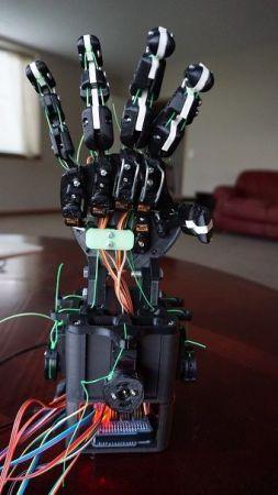 mano robotica 253x450 - Aprende robótica y programación con esta mano robótica