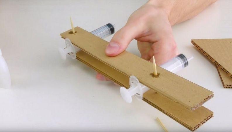 carton1 793x450 - Cómo construir un brazo robot totalmente funcional con cartón