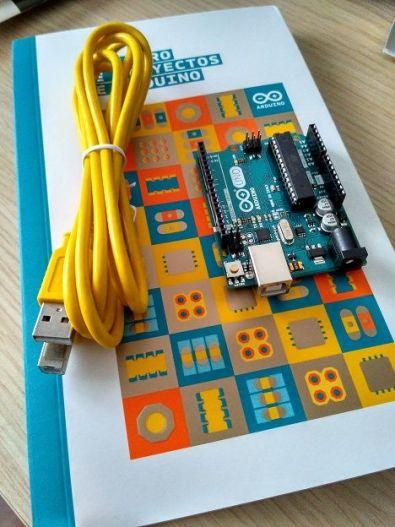 arduino Uno cable USB - Cómo instalar Arduino y el IDE en nuestro ordenador
