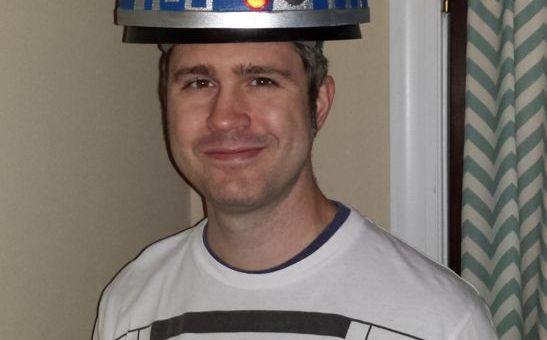 casco r2d2 - Construye un casco basado en R2D2 con luces y movimiento