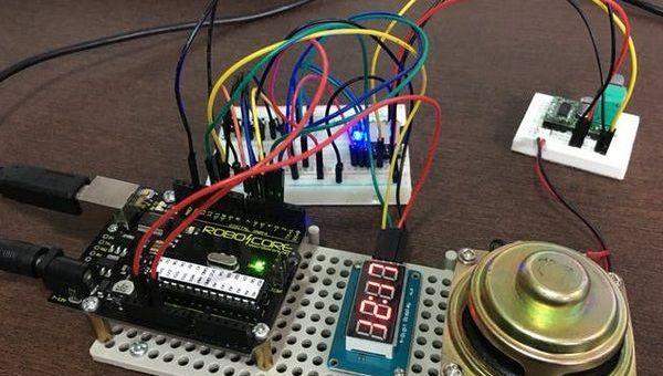 reloj dos idiomas - Construye un reloj bilingüe parlante con tu Arduino Uno
