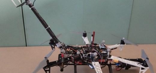 drone limpiando cristales edificios