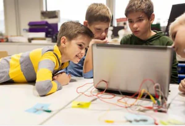niños aprendiendo a programar - 5 Divertidos proyectos de Raspberry Pi para niños