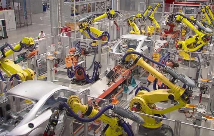 robots cadena de montaje - Ingeniería Robótica, Todo lo que debes saber sobre ella