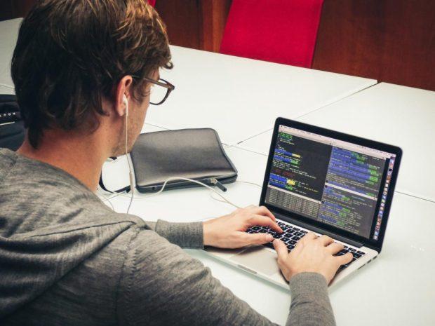 Descubre un perfil con mucho futuro: el desarrollador full stack