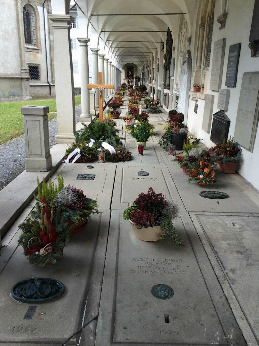 Patios exteriores de la iglesia St. Leodegarkirche