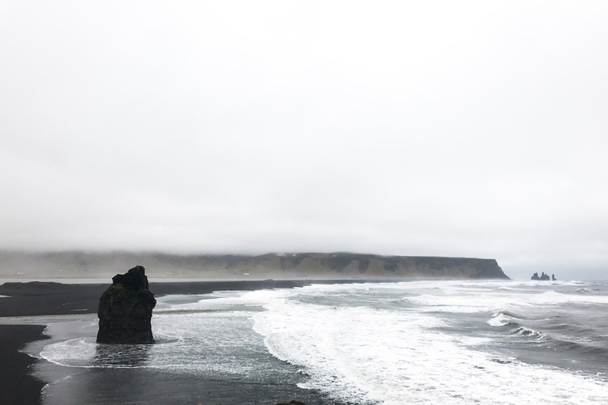Playa Reynisfjara en el sur de Islandia