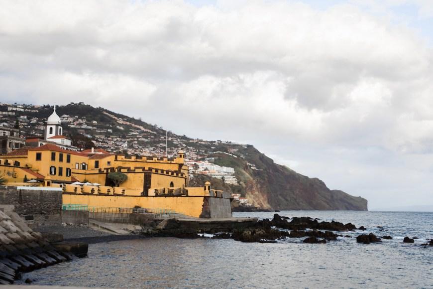 Fortaleza de Sao Tiago en la costa de Funchal, Madeira
