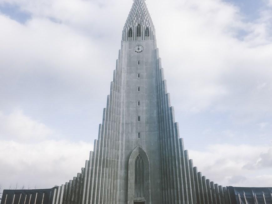 Iglesia Hallgrímskirkja en Reykjavik, islandia