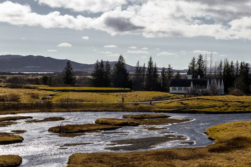 Zona pantanosa en Thingvellir National Park en el circulo dorado de Islandia