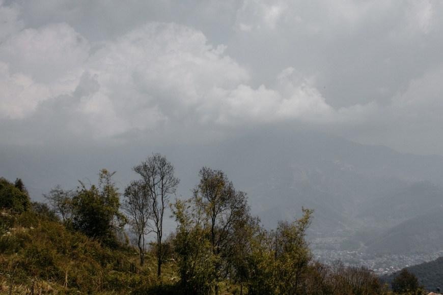 Temporal de lluvia y niebla en el Sarangkot, Nepal