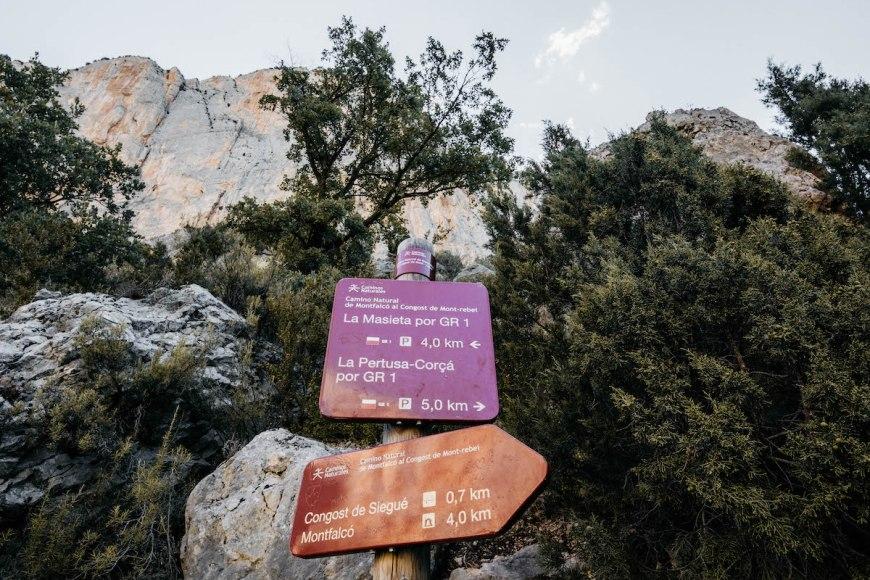 Cartel indicaciones en el Congost de Mont Rebei