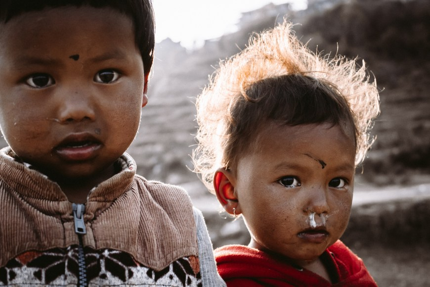 Niños en el Sarangkot, Nepal