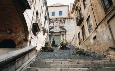 Girona Temps de flors en las escaleras de Galligants.