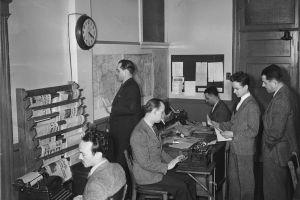 Periodistas trabajando en la década de 1940