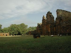 Ruinas de la reducción jesuítica de San Ignacio Miní en la provincia de Misiones, Argentina