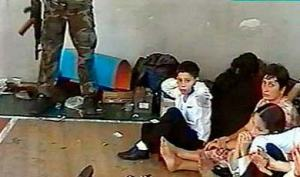 Intento de secuestro del colegio infantil de Beslán (Osetia del norte). Más de 300 personas, incluidos numerosos niños pequeños, perdieron la vida en un caótico tiroteo.