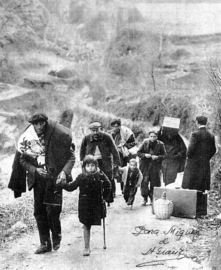 Españoles derrotados marchan al exilio