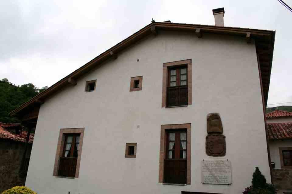 Casa natal de Rafael del Riego en Tuña (Wikimedia).