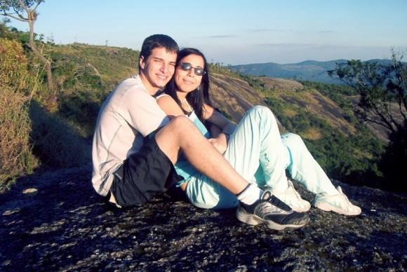 Nós, na Pedra Grande, em Atibaia, logo no comecinho do namoro.