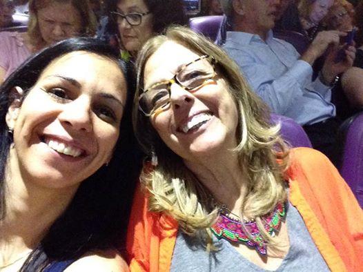 Eu e minha fiel companhieira de teatro: mamãe