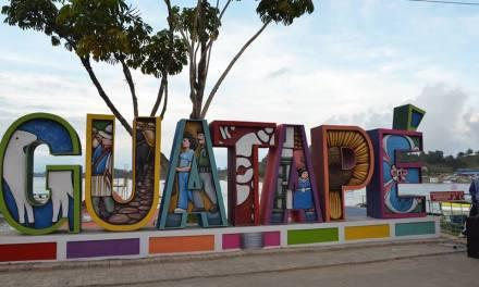 Guatapé unas letras que atraen turismo.