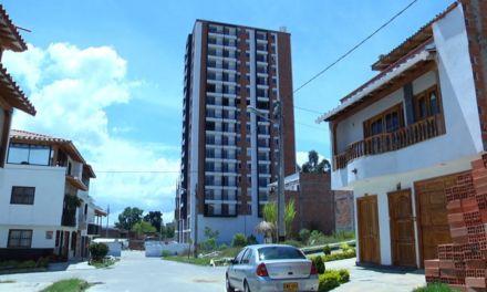Afectados del edificio Altos del Lago de Rionegro, esperan soluciones