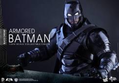 Hot-Toys-BvS-Black-Chrome-Armored-Batman-006