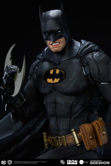 dc-comics-batman-one-third-scale-statue-iron-studios-903039-09