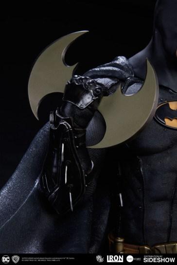 dc-comics-batman-one-third-scale-statue-iron-studios-903039-13