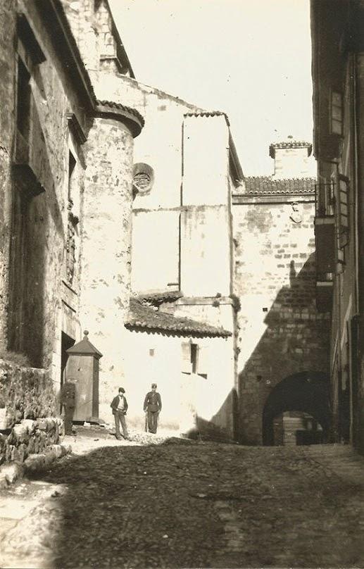 Calle de los Azogues y Cuartel de San Felipe (1890)
