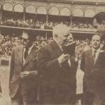 26/5/1957: El torero santanderino-mexicano Carlos Arruza recibe en Santander la Gran Cruz de Beneficencia