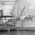 El vapor «Sevillla» descargando bacalao en Santander
