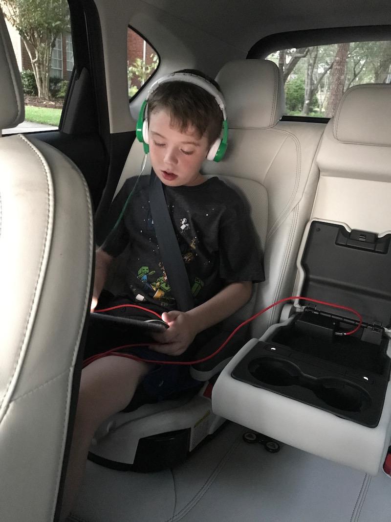 Maxda CX-5 backseat center console