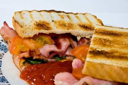 800px-Bacon_sandwich