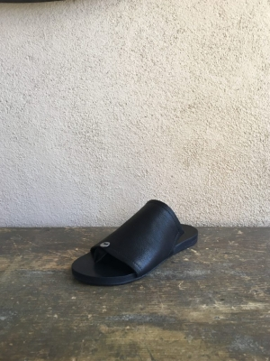 BUTTON SANDAL