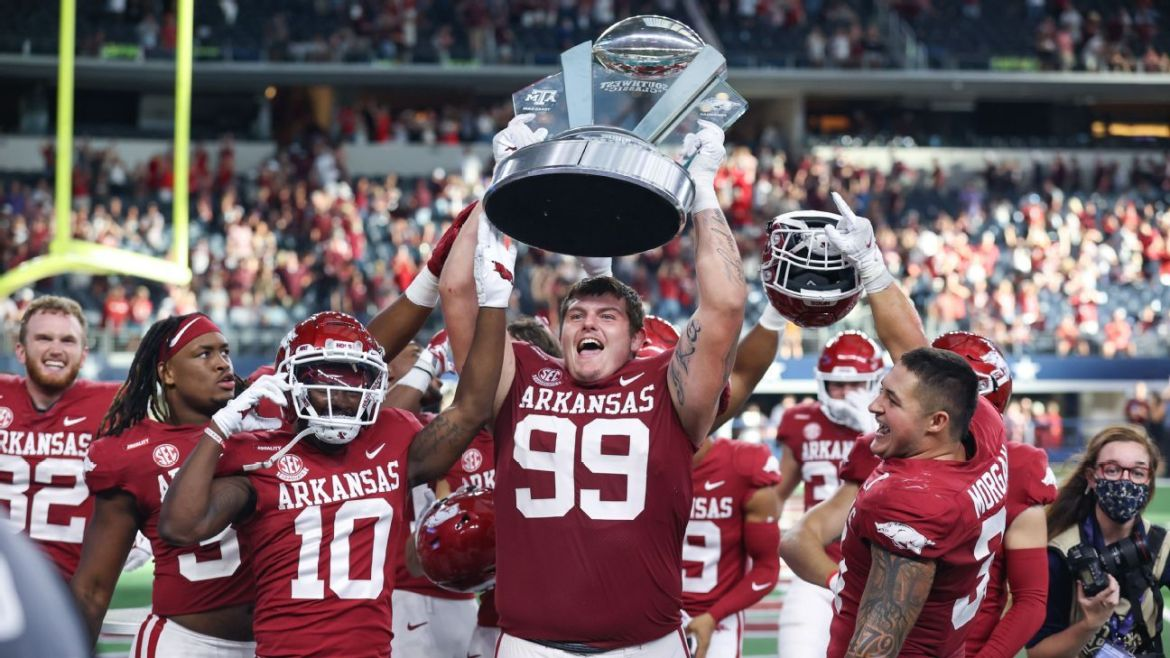 Art of college football trolling — Arkansas, Fresno State, others get spicy with their social media accounts
