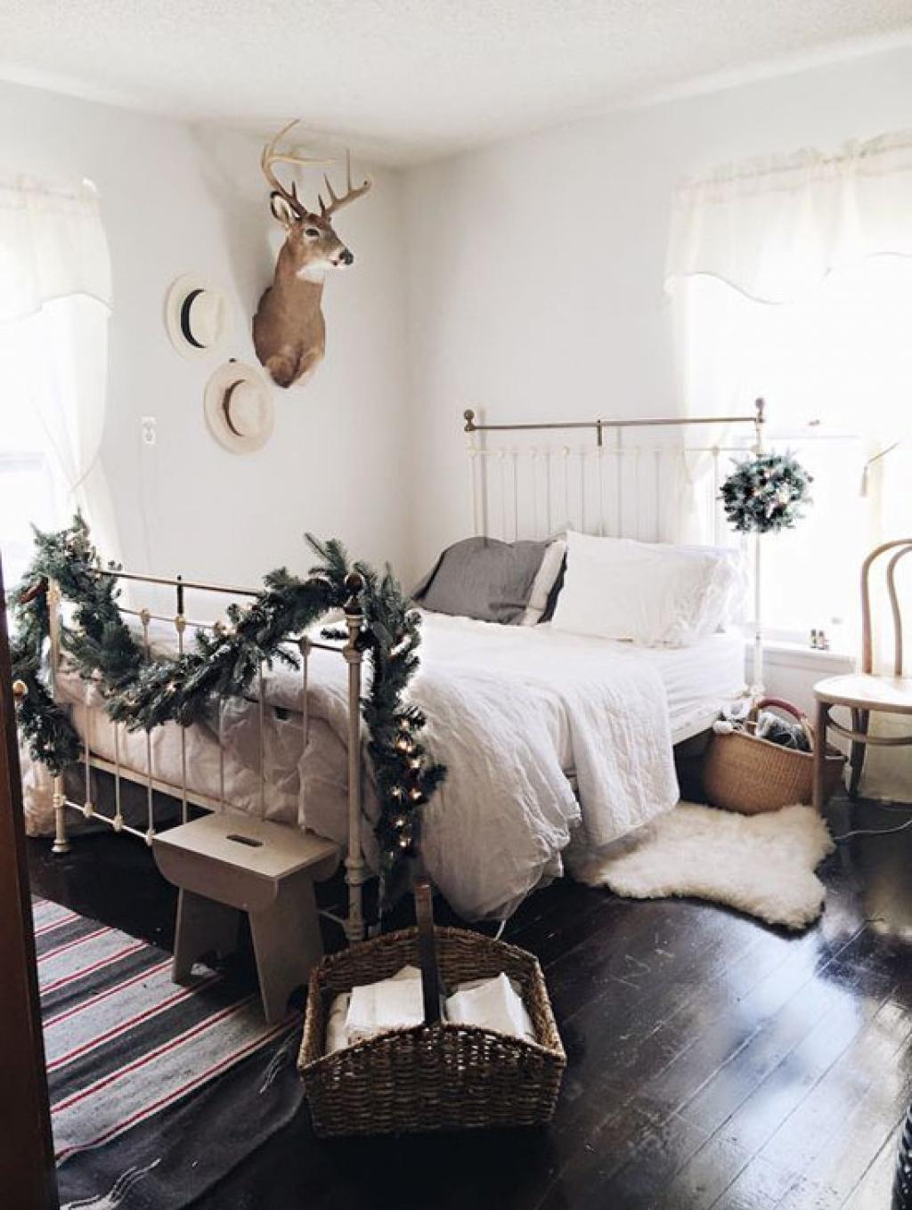 2 si vous preferez la simplicite une guirlande au pied du lit et le tour est joue inline 4011 5836226b700ff