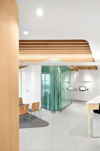 Uniprix Centre Médical by Jean de Lessard