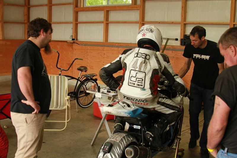 Max & Brian making final preparations before the 25 minute GTU race
