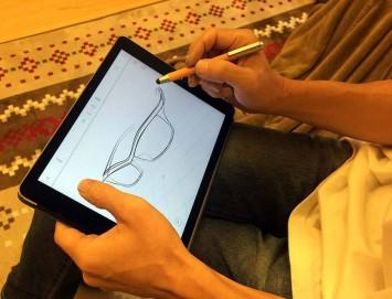 Sunglasses-designer-Takemitsu-Endo-creating-a-3D-sketch-with-UMake-355x271
