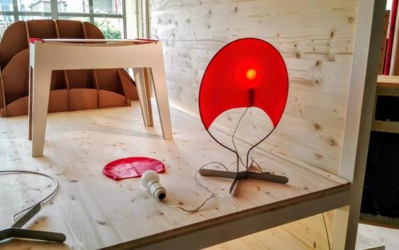Salone Satellite Milan 2017 Lampe Bonnet de Bain Rouge