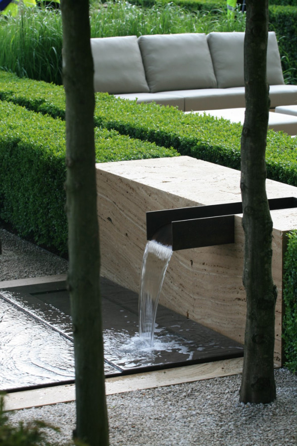 Landscape Design Ideas: Modern Garden Water Features ... on Modern Backyard Water Feature id=21078