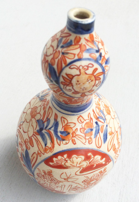1800s Japanese Imari double gourd vase - photo by  Carl Guderian