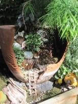 Broken Garden Pots Design (4)