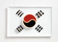 south-korea-kimbap-and-sauces